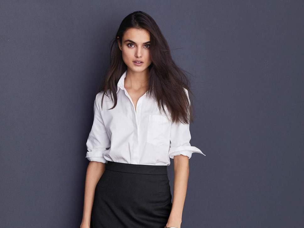 С чем носить и как правильно стирать белую рубашку